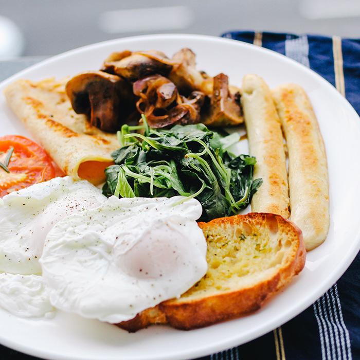 Plato de desayuno con huevos